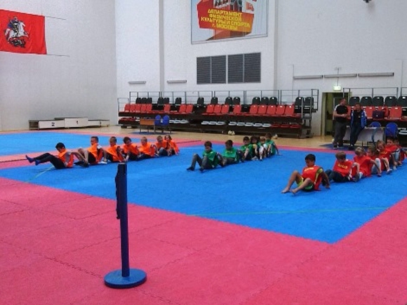 Веселая спортивная эстафета в МЦБИ