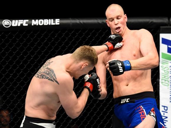 Боец MMA Александр Волков нокаутировал Штруве UFC