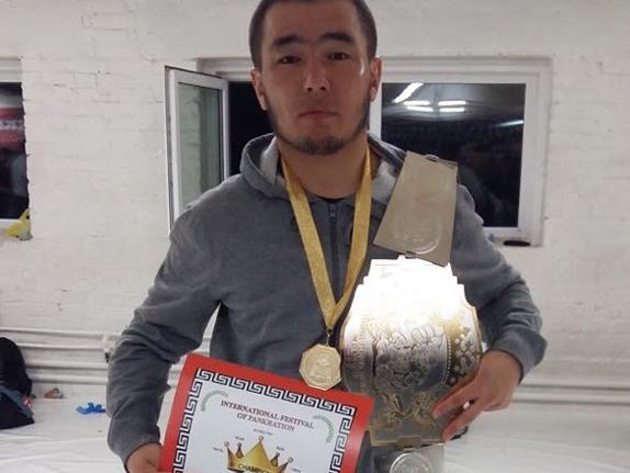 Чемпион Мурза уулу Азизбек