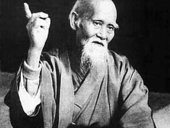 На знаменитом фото изображен Морихей Уэсиба - основатель Айкидо
